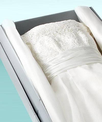 Carton sans acide comme astuce idéale pour conserver une robe de mariée