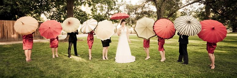 Diverses parapluies pour noce