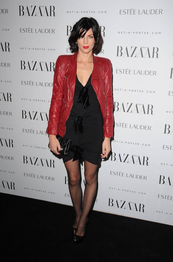 Veste pour aller avec robe rouge