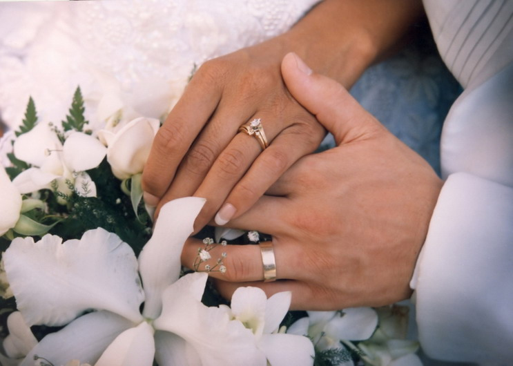 bague mariage femme main, anneaux de mariage thématique femme main ...