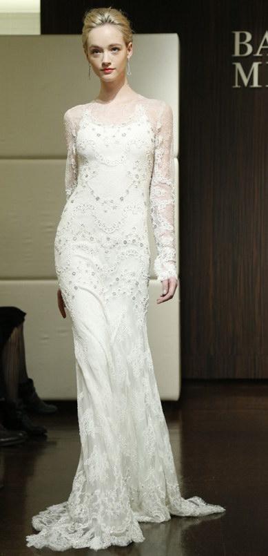robes de mariée ornées de appliques en couleur blanche