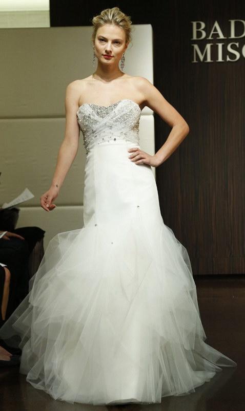 Robe de mariée bustier en tulle drapé et cristaux incrustés