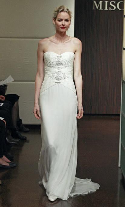 robe de mariée en mousseline de soie de noeud papillon sur le corsage
