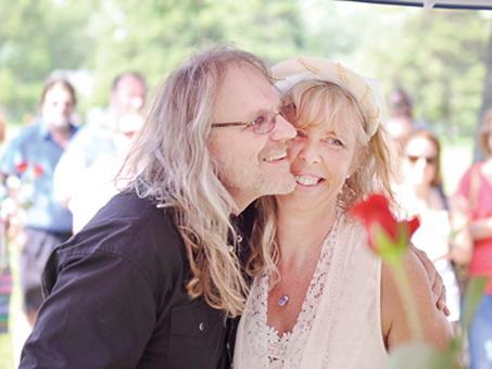 Mariage au cimetière de Randy Kjarland et Diane Waller