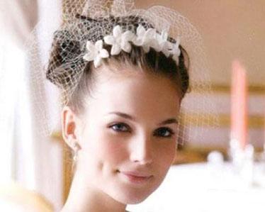 Une coiffure plus spéciale pour la mariage