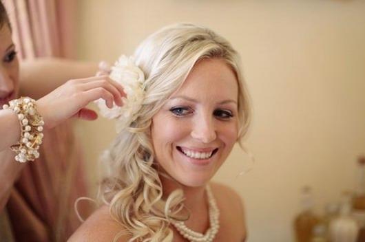 remplacer la voile par les fleurs pour la coiffure de mariée