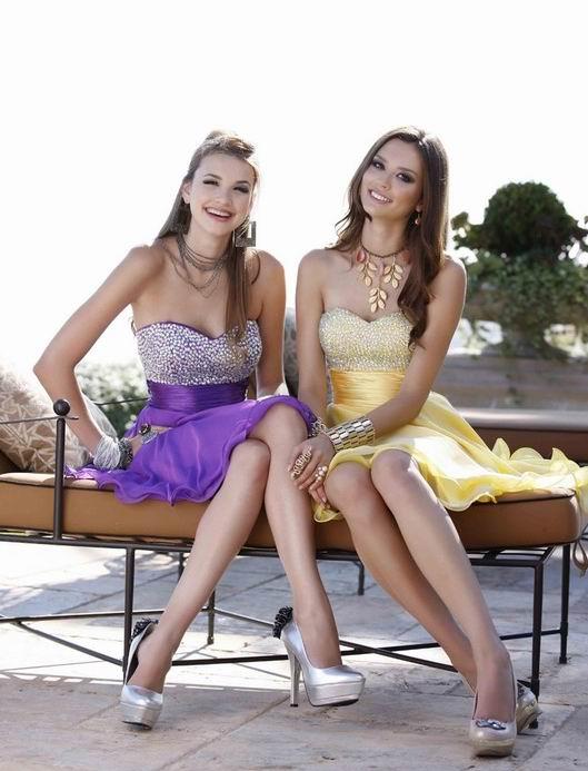 robe de cocktail violette et jaune avec bustier strassé