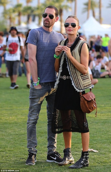 robe noire en dentelle et gilet portés par Kate Bosworth lors du festival Coachella 2013