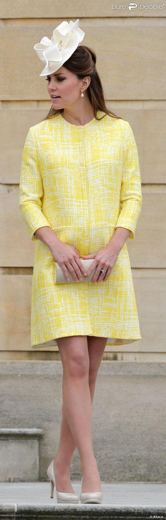 Kate Middleton est enceinte de 7 mois et sa tenue jaune