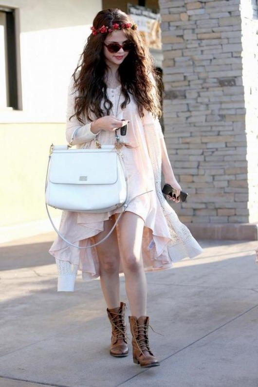 look de Selena Gomez Hippie bohème pour aller au déjeuner
