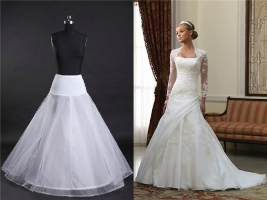 Jupon ligne-A et robe de mariée à taille serrée et jupe bombée