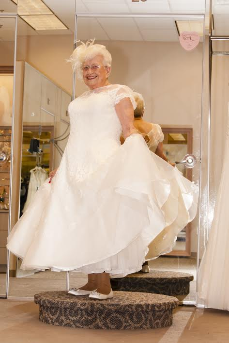 Ruth Sullivan dans sa robe de mariage