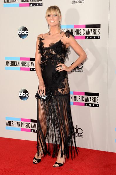 Heidi Klum dans une robe noire à frange