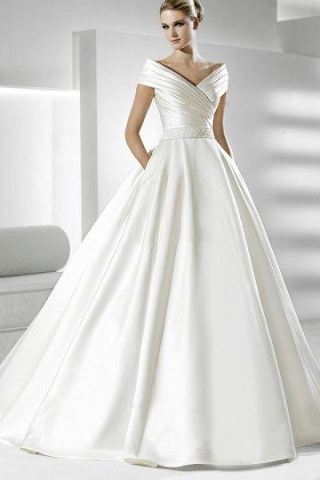 La plupart de robes de mariée modernes sont blanches