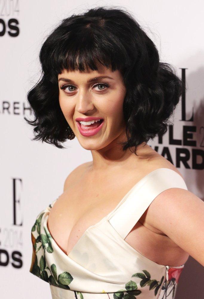 Katy Perry avec sa nouvelle coupe de cheveux aux ELLE Style Awards