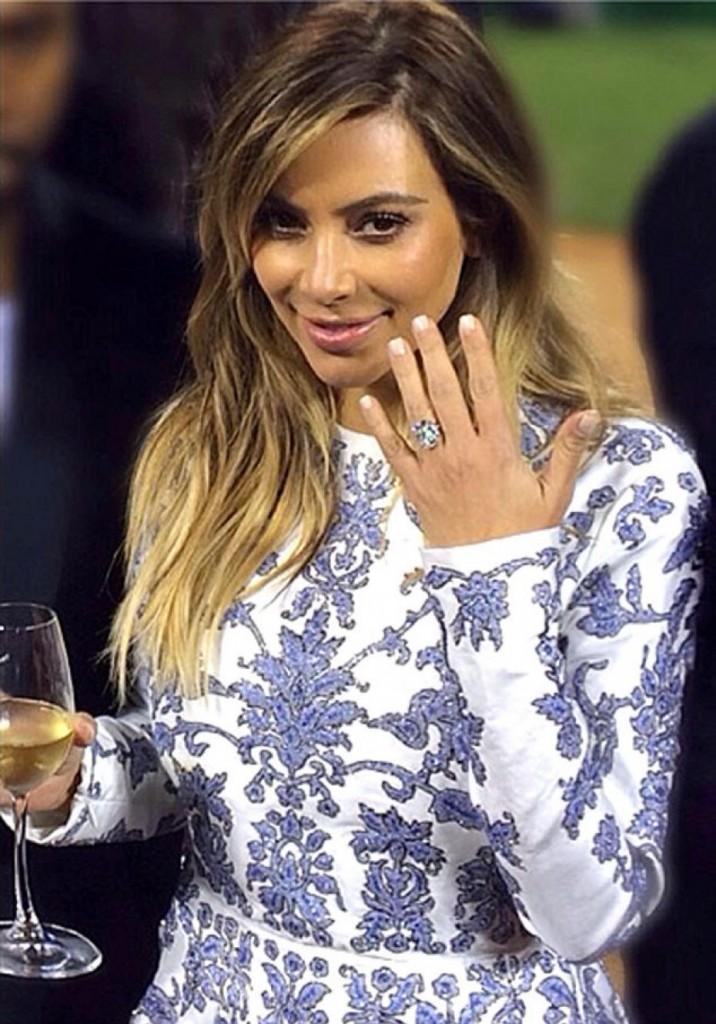 Kim Kardashian arbore sa bague