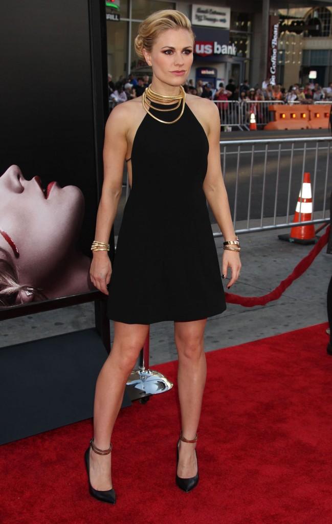 Anna Paquin en petite robe noire à la première de la septième et dernière saison de la série True Blood