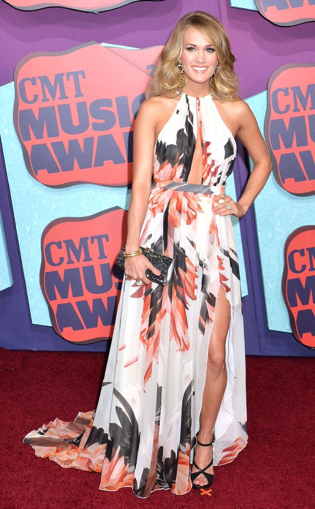 Carrie Underwood portait une robe longue imprimée