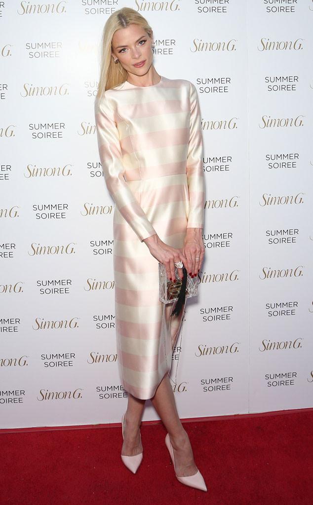 Jaime King porte une robe bicolore signée Katie Ermillo