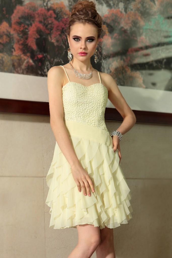 Que ce soit pour une sortie la robe courte de soir e est for Robes de demoiselle d honneur pour le mariage d automne en plein air