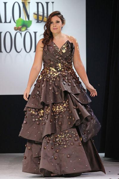 Marion Bartoli sublime en robe de couleur chocolat