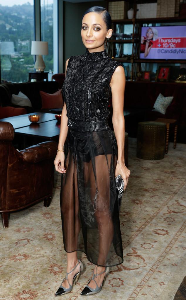 Nicole Richie porte une tenue noire à jupe complètement transparente