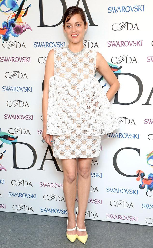 Marion Cotillard en robe ajourée blanche Dior