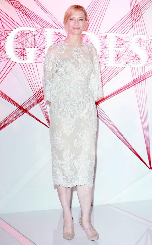Cate Blanchett opte pour une robe à trois quart en dentelle