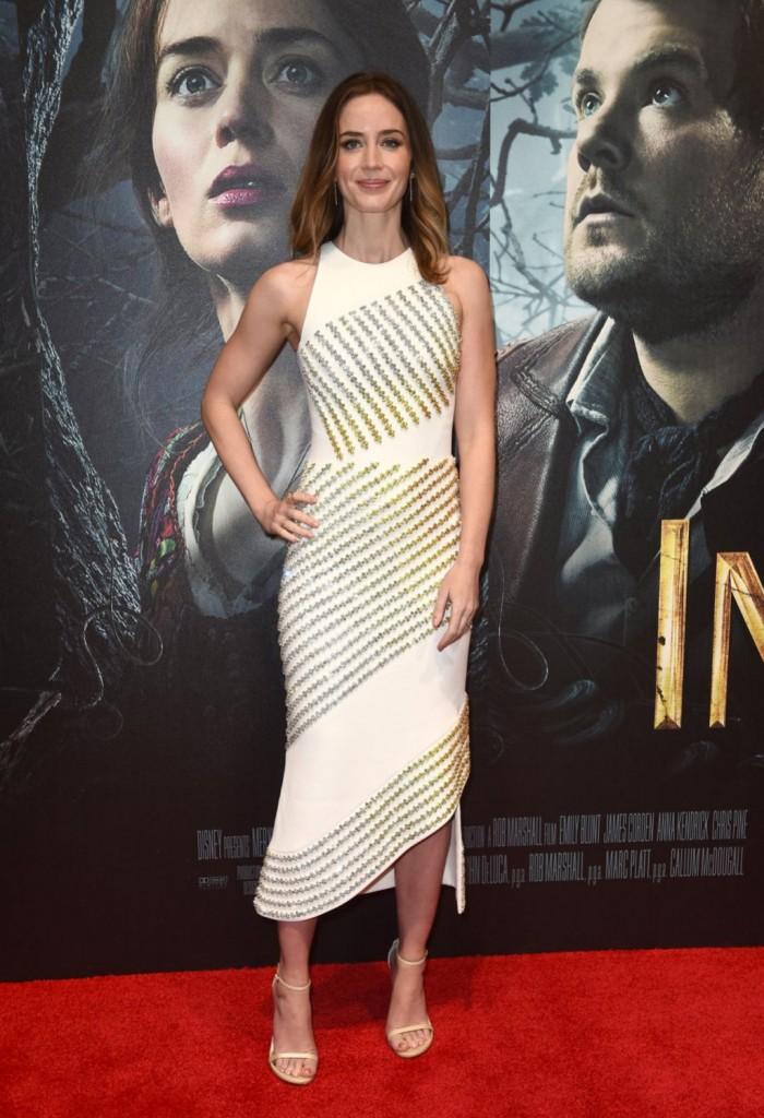 Emily Blunt portait une robe de soirée asymétrique à Londres