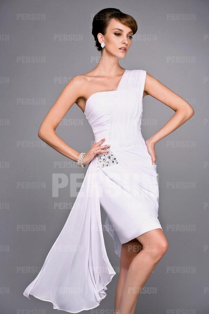 Robe mère simple de mariée une épaule asymétrique blanche avec drapé