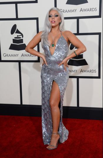 robe-argentee-lady-gaga