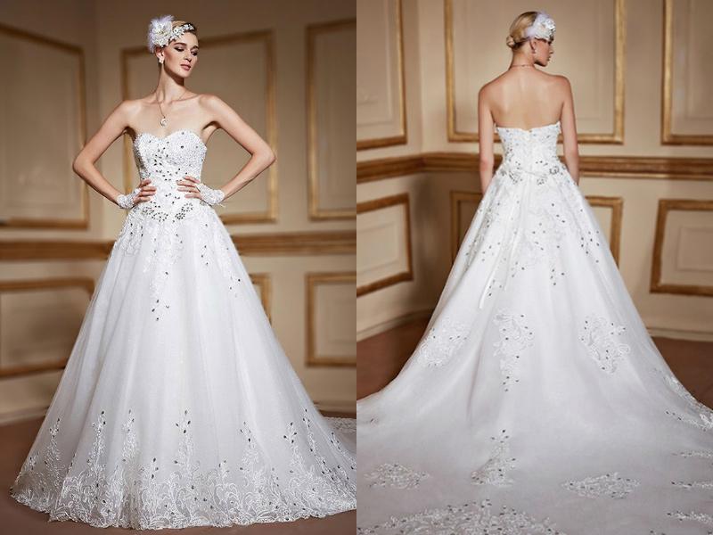 robe-de-mariage-royale-bustier-coeur-en-dentelle-de-luxe-a-traine-cathedrale