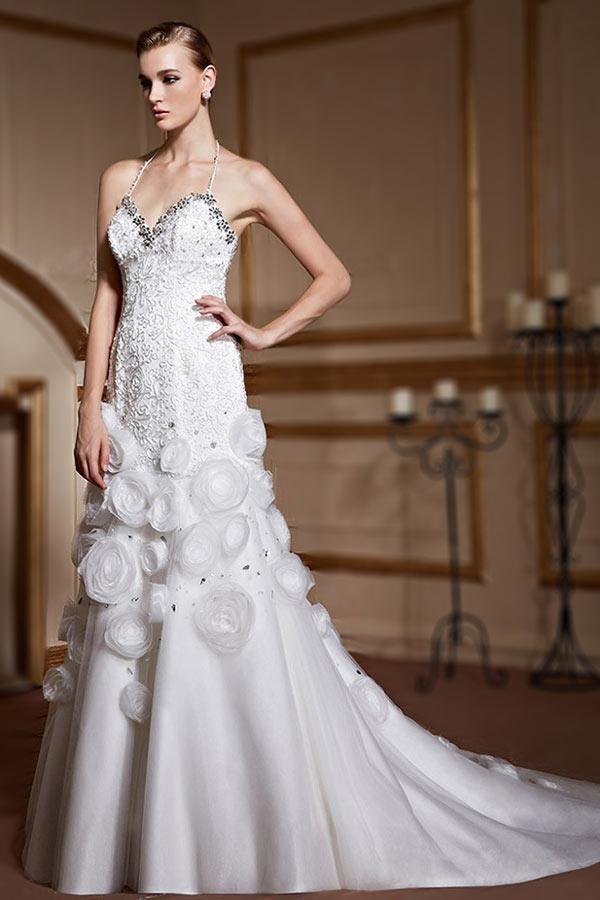 robe-de-mariee-trompette-avec-bretelles-fines-tour-de-cou-jupe-bordee-de-fleurs-fait-main