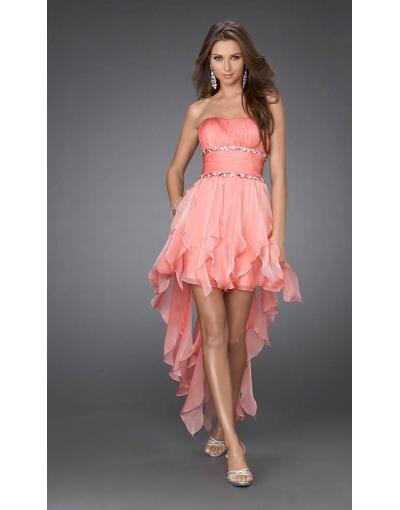 Une robe de cocktail en couleur de rose