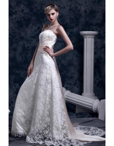 Robe de mariée sans bretelle avec un ruban au derrière