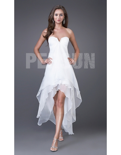 Robe blanche pour été longue derrière court devant, style bustier