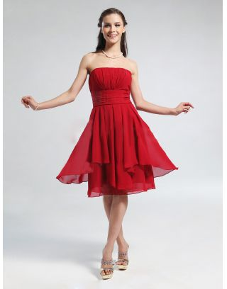Femme robe de cocktail bustier rouge en mouseline