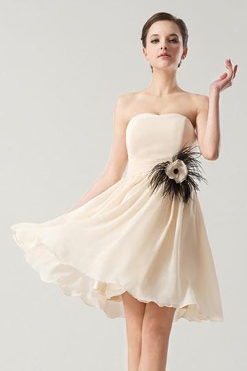 Robe empire ligne-A ornée de fleurs plumes mousseline nude clair