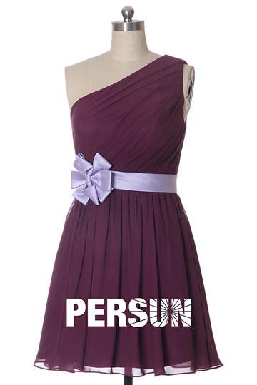 robe-violette-chic-seule-epaule-ruchee-ceinturee