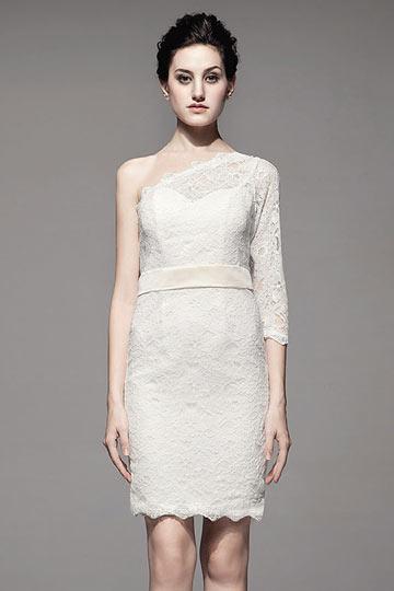 Mini robe asymétriquee en dentelle blanche avec boutons