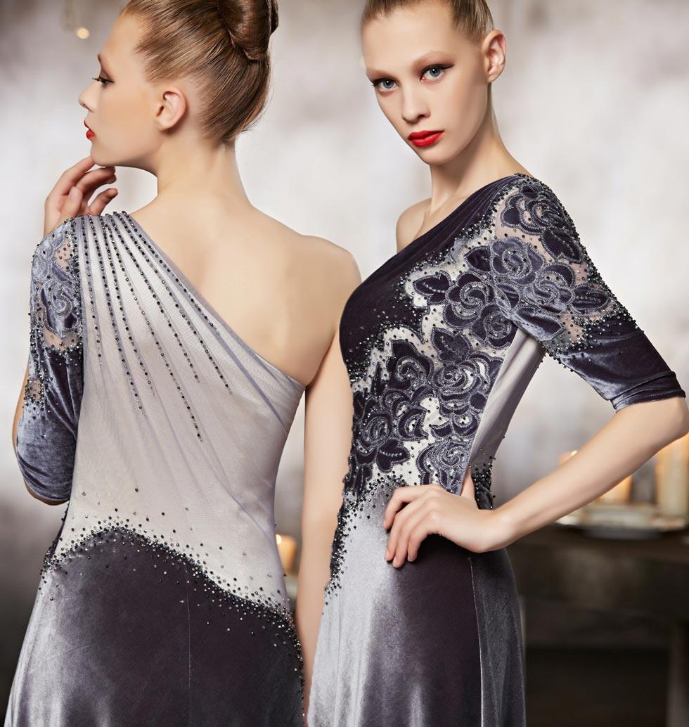 robe de cérémonie argenté détails fleurs asymétrique