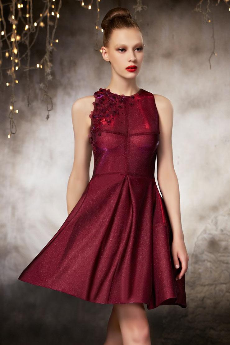 petite robe rouge scintillante en taffetas. Black Bedroom Furniture Sets. Home Design Ideas