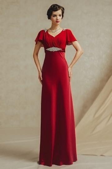 Robe rouge de soirée Empire coupe fluide soulignée d'un boucle en strass