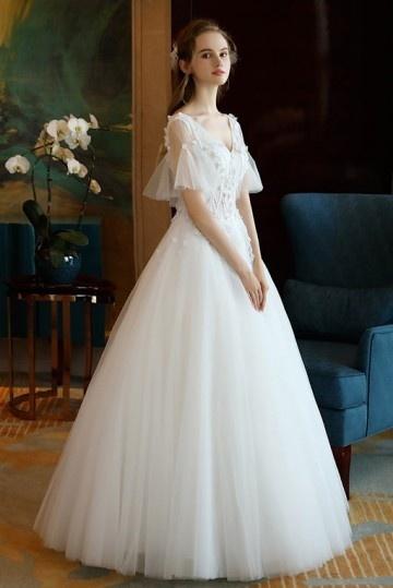 vintage robe mariée avec manche corute col V en borderie