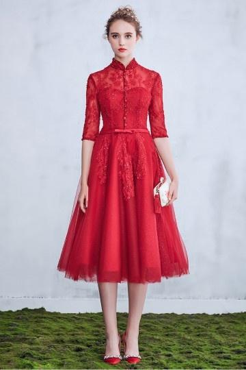 Robe de mariée rouge mi longue avec manches & col monant