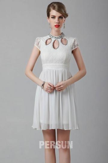 Mini robe blanche à mancheron avec mini jupe