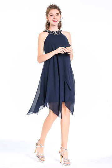 Robe de cocktail bleu courte col américain orné de perles