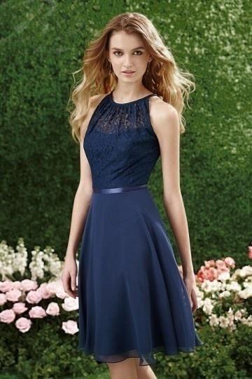 Tendance robe courte bleu nuit chic à top ajouré avec une ceinture