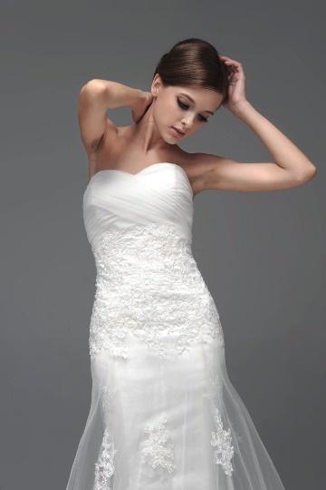 Robe de mariée 2014 blanche dentelle ruchée fleurs appliquées