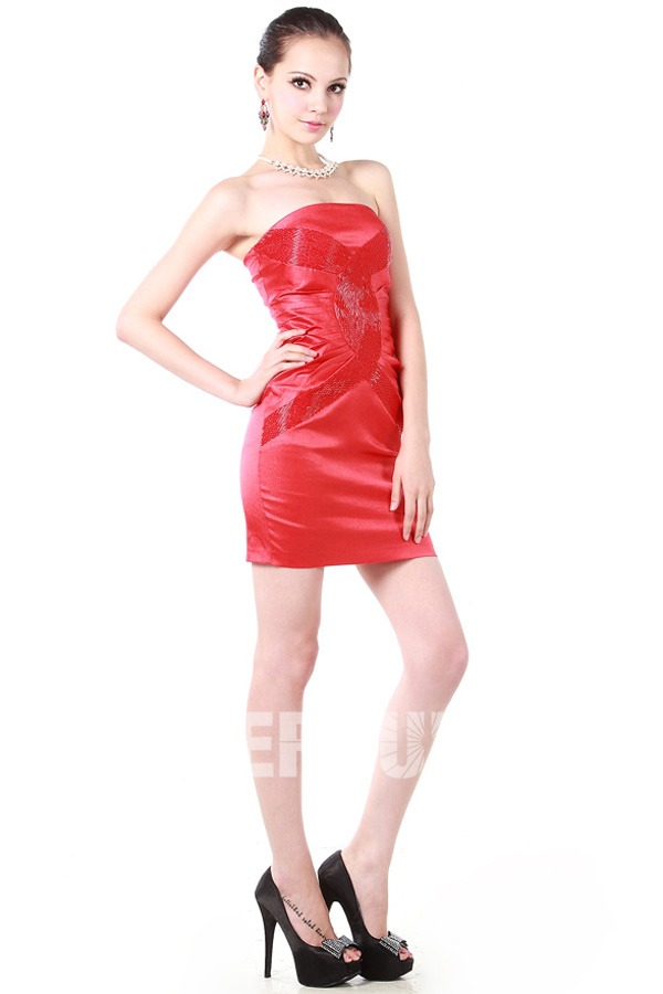 robe rouge courte enveloppe bustier en satin soyeux. Black Bedroom Furniture Sets. Home Design Ideas